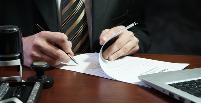 Medallion Signature Guarantee vs Notary Public Stamp